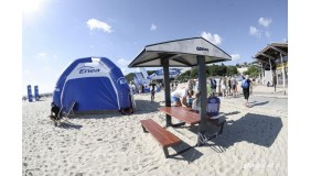 Ławka solarna na plaży w Gdyni