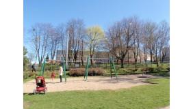 Plac zabaw ul. Cylkowskiego  (przy skrzyżowaniu z ul. Powstania Wielkopolskiego)
