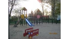 Plac zabaw przy ul. Bohaterów Starówki Warszawskiej (na wysokości budynku nr 23)