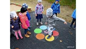 Kolorowo i nowocześnie na redłowskim placu zabaw
