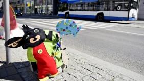 Kolorowe słupki na Dzień Dziecka
